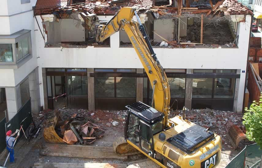 Our demolition services range from partial building demolition and renovation or remodeling, to full site complete demolition, our demolition team have the skills and experience to get your commercial demolition project done safely and on time.