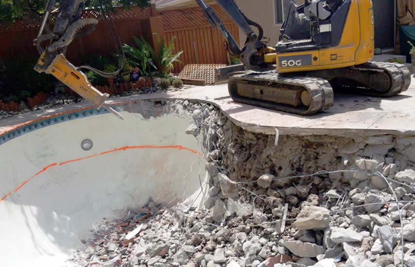 Our experienced swimming pool demolition team is ready, we come to your property, with the right machinery to make the demolition project fast, safe and easy, from start to finish.